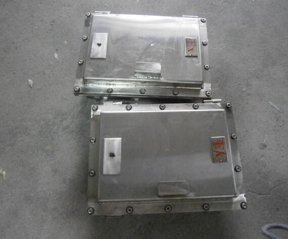 配电箱外壳采用不锈钢焊接成形,不锈钢外露紧固件;接线端子采用增安