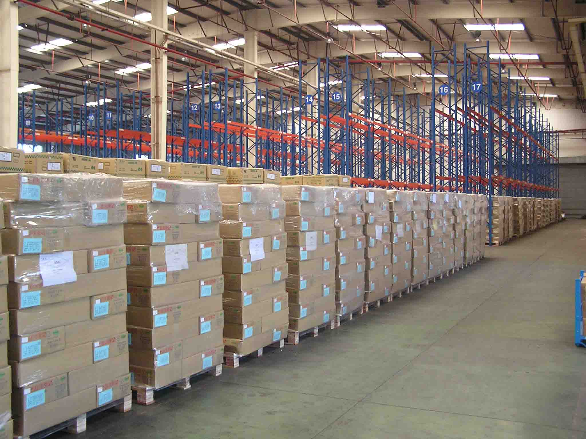 3 划分专项作业区域,建立普通材料仓库,大型材料的堆放场地.