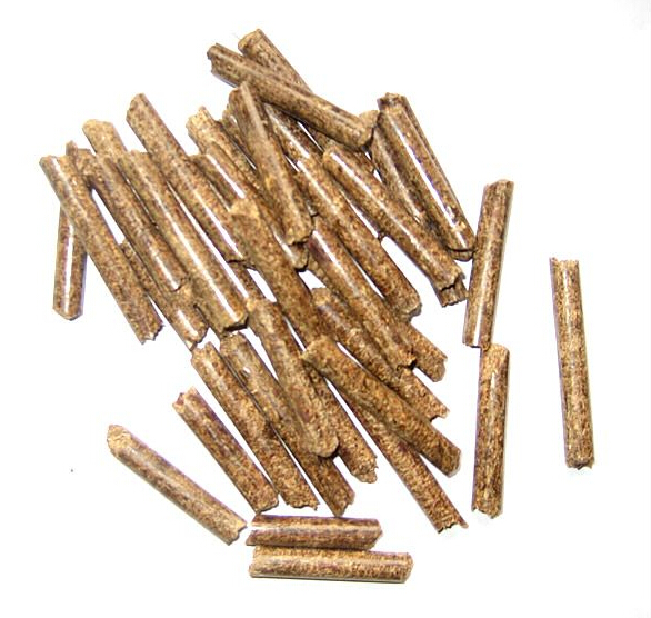 """泰兴木屑颗粒燃料详细介绍: 泰兴木屑颗粒燃料,主体为纯木质原料,不含任何粘合剂及添加剂,只将木屑经专业机械处理、压缩成型改变其密度、强度、燃烧性能,使其成型燃料密度大,松散物料""""致密无间"""",从而限制了挥发物的溢出速度,延长挥发物的燃烧时间,使燃烧反应大部分只在成型燃料的表面进行。在炉灶供给的空气充足够用时,未燃烧挥发分子的损失很少,从而减少了黑烟的产生。因成型燃料质地密实,挥发物溢出后剩下的炭结构也相对紧密,运动气流不能将其解体,炭的燃烧可充分利用。在燃烧过程中可清楚地观察到,蓝色"""